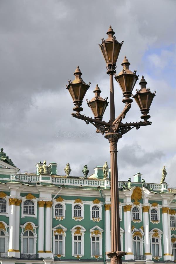 Lanterna Na Frente Do Palácio Do Inverno Em St Petersburg Fotografia de Stock Royalty Free