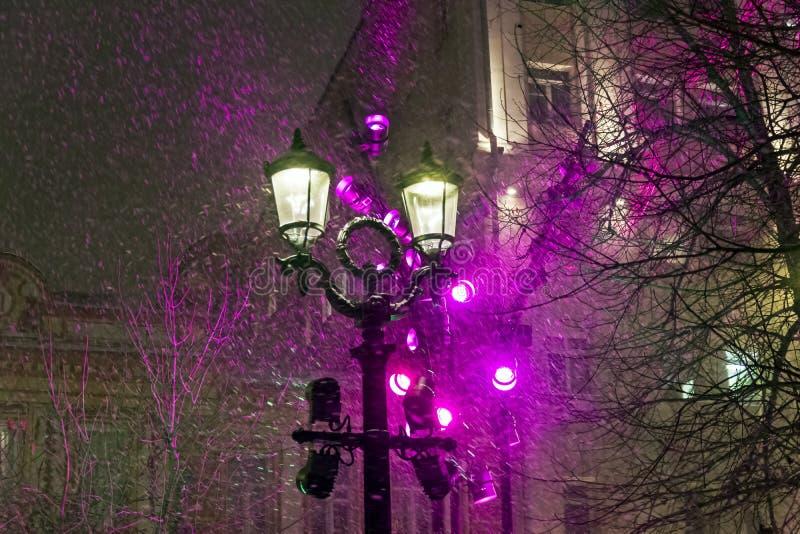 Lanterna no blizzard foto de stock royalty free