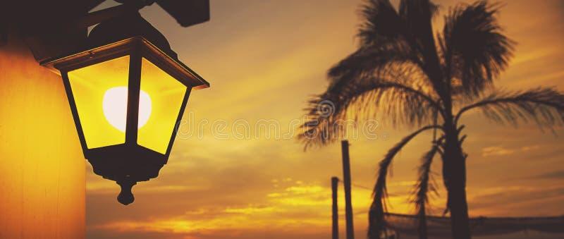 Lanterna no por do sol fotografia de stock royalty free