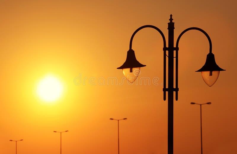 Download Lanterna no sundow imagem de stock. Imagem de ensolarado - 12800391