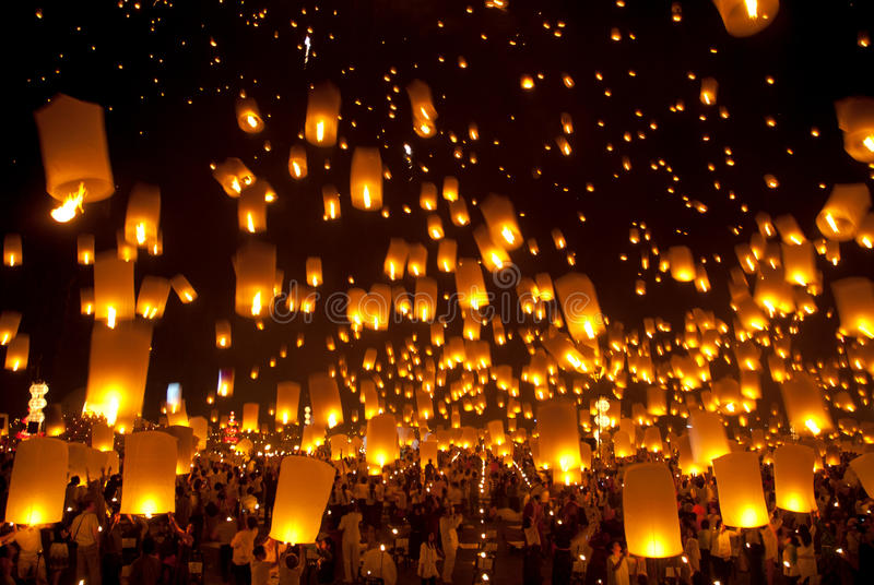 Lanterna tradicional tailandesa do balão de Newyear. imagens de stock