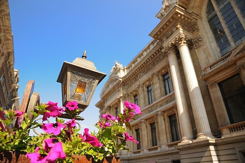 Lanterna velha no centro de Bruxelas fotografia de stock royalty free