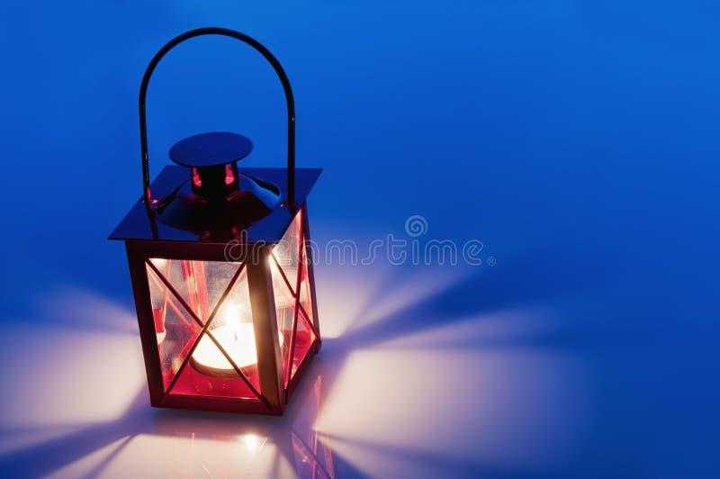 Lanterna vermelha decorativa do metal fotos de stock royalty free