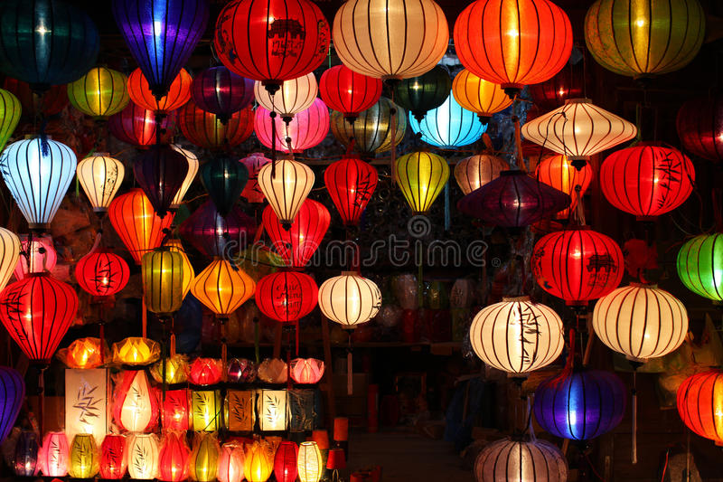 Lanternas chinesas com luzes como o decoratio do ano novo fotografia de stock royalty free