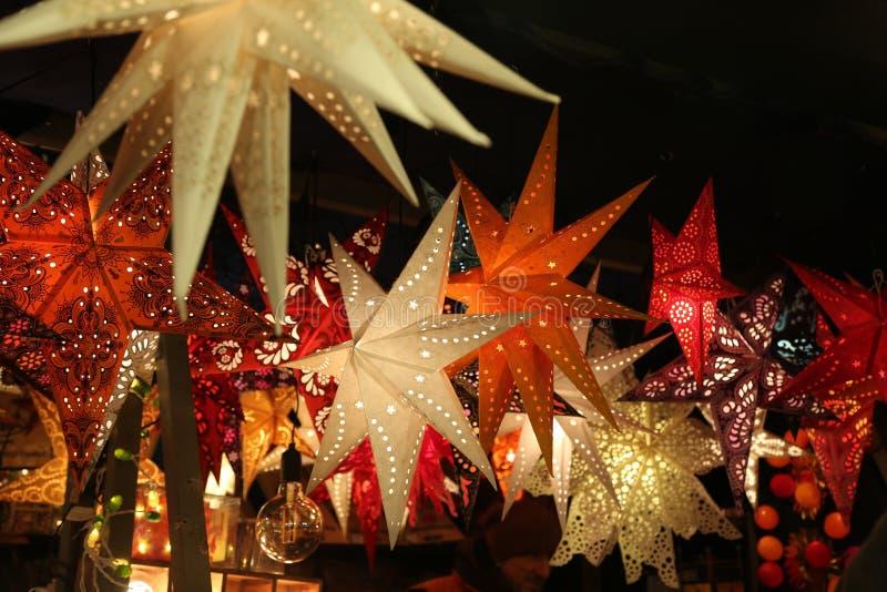 Lanternas da estrela Um fundo de lanternas da estrela foto de stock royalty free