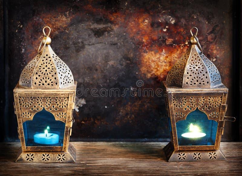 Lanternas do árabe do ouro foto de stock