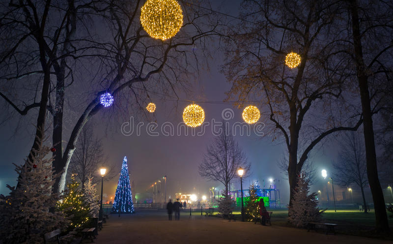 Lanternas do Natal na rua fotos de stock royalty free
