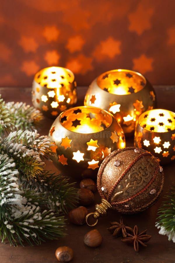 Lanternas e decoração ardentes do Natal imagens de stock