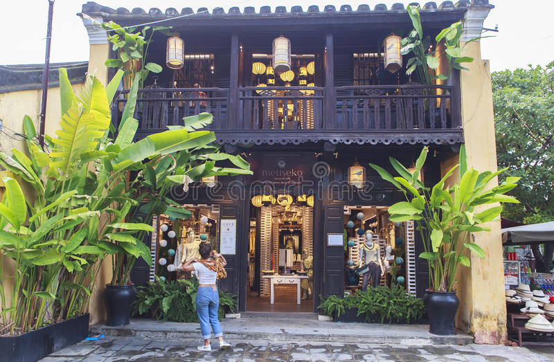 Lanternas na rua velha Hoi An, Vietname imagens de stock