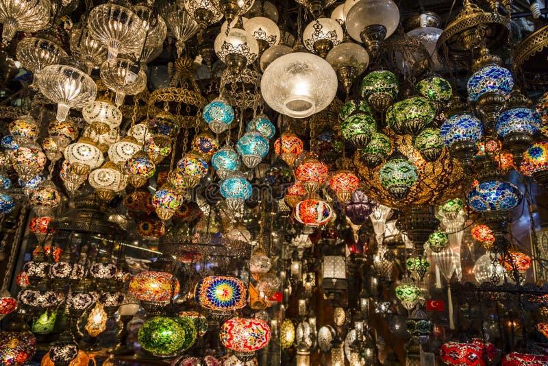 Lanternas no bazar de Gran, Istambul, Turquia fotografia de stock