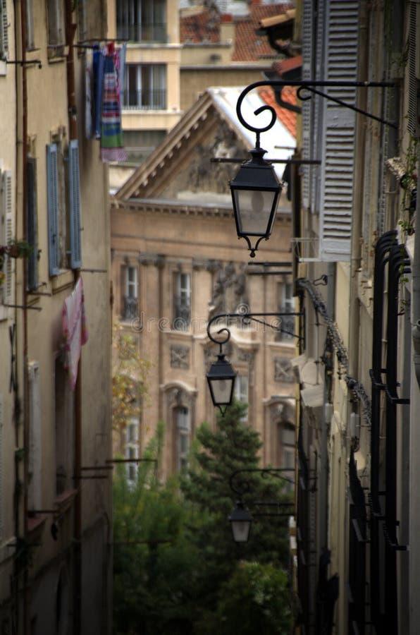 Lanternas no centro da cidade em Marselha, França imagens de stock royalty free
