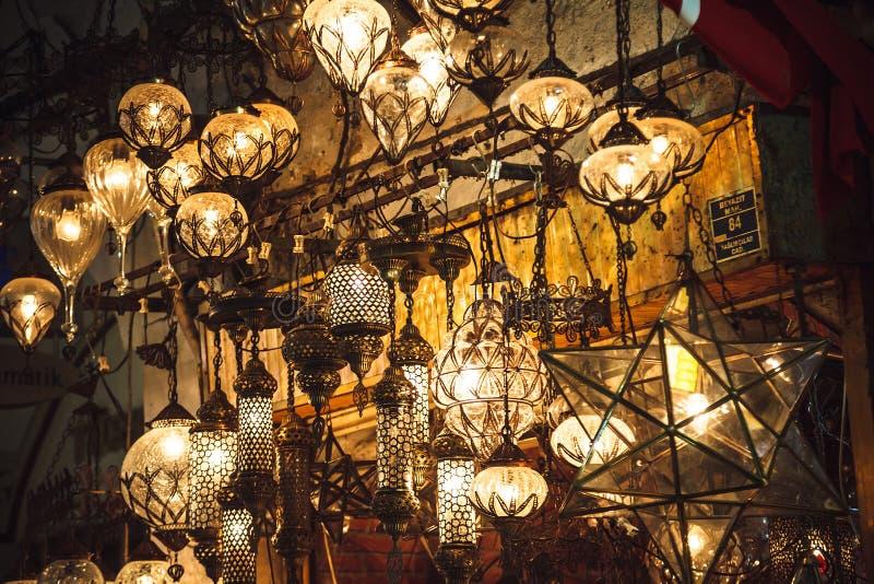 Lanternas turcas no bazar grande em Istambul, Turquia fotos de stock