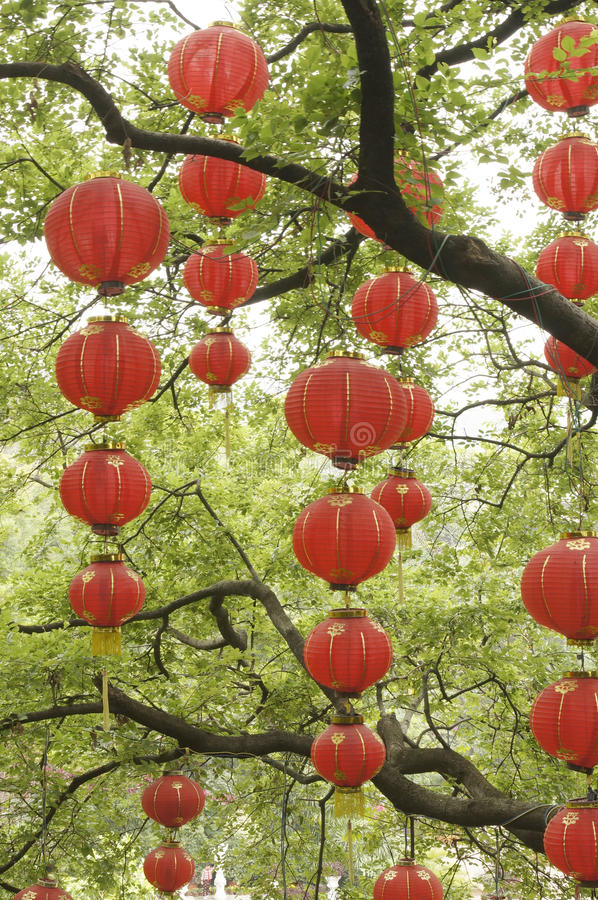 Download Lanternas vermelhas foto de stock. Imagem de lanternas - 29828936