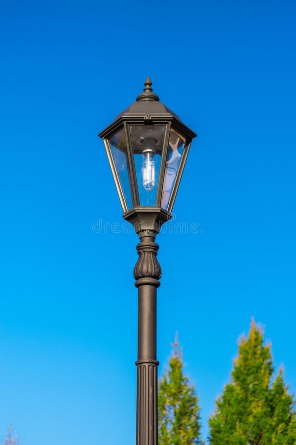 Lanterne contre le ciel images libres de droits