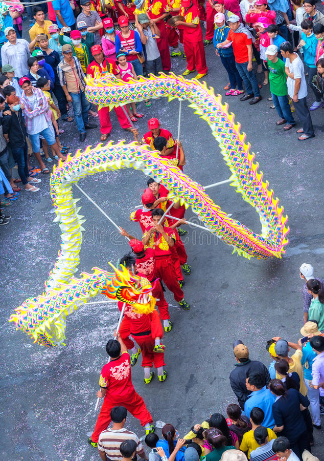 Lanterne de Chinois de danse de dragon de festival photographie stock