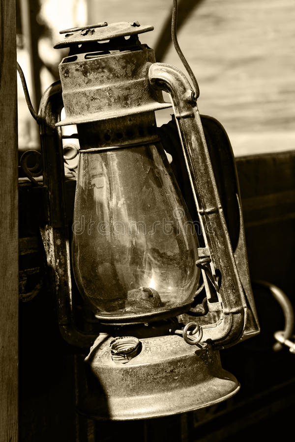 Lanterne De Cru Dans La Sépia Photos stock