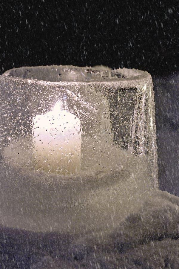 Lanterne de l'hiver faite de glace image libre de droits