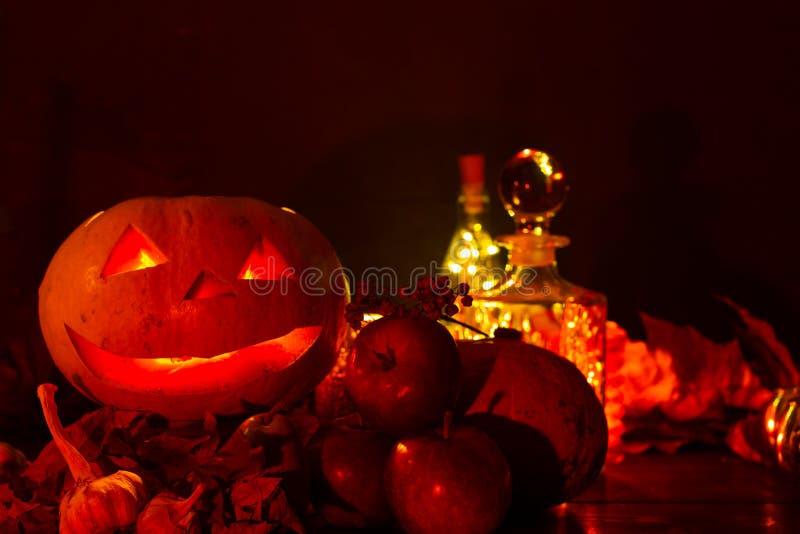 Lanterne de potiron pour Halloween, Jack-lanterne, lampe de nuit pour les vacances, bougies, chandeliers, décorations et lumières images libres de droits