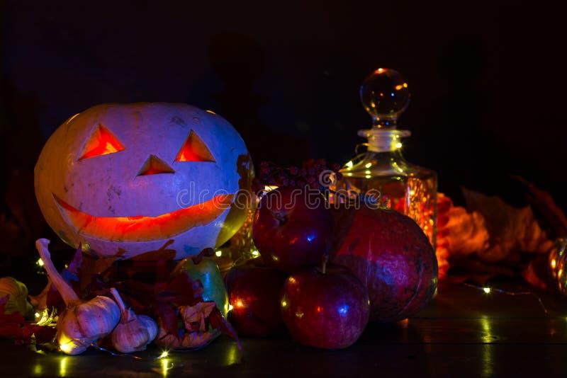 Lanterne de potiron pour Halloween, Jack-lanterne, lampe de nuit pour les vacances, bougies, chandeliers, décorations et lumières photos stock