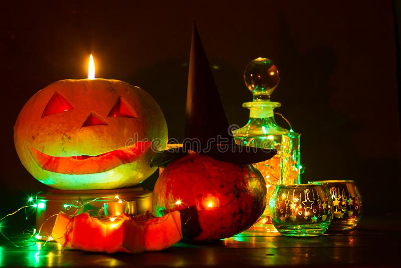 Lanterne de potiron pour Halloween, Jack-lanterne, lampe de nuit pour les vacances, bougies, chandeliers, décorations et lumières images stock