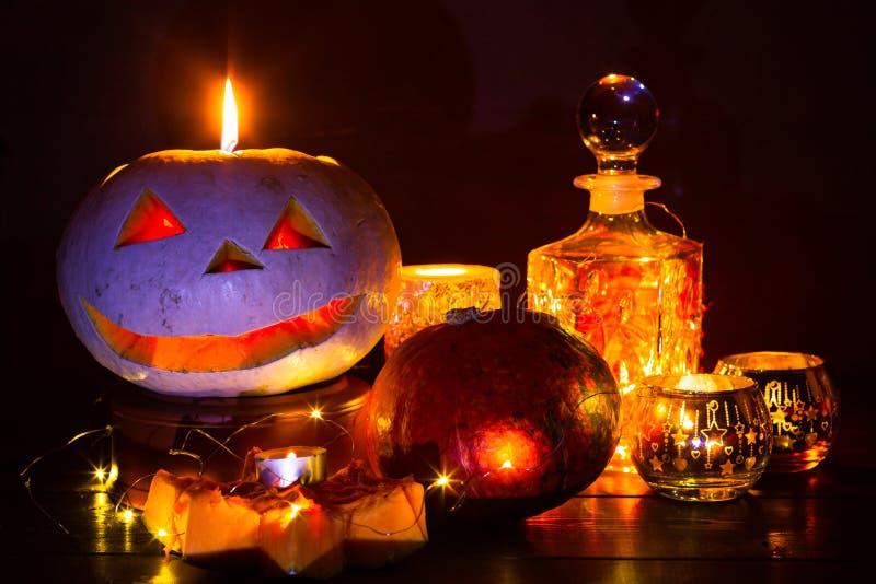 Lanterne de potiron pour Halloween, Jack-lanterne, lampe de nuit pour les vacances, bougies, chandeliers, décorations et lumières photo libre de droits