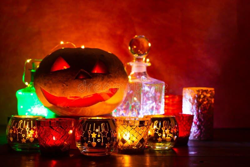 Lanterne de potiron pour Halloween, Jack-lanterne, lampe de nuit pour les vacances, bougies, chandeliers, décorations et lumières photographie stock libre de droits