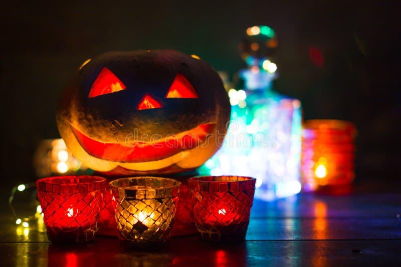 Lanterne de potiron pour Halloween, Jack-lanterne, lampe de nuit pour les vacances, bougies, chandeliers, décorations et lumières photo stock