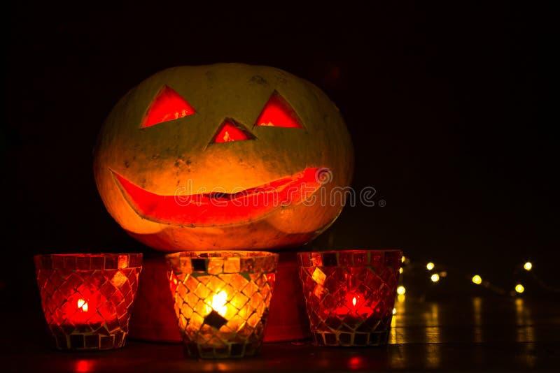 Lanterne de potiron pour Halloween, Jack-lanterne, lampe de nuit pour les vacances, bougies, chandeliers, décorations et lumières photographie stock