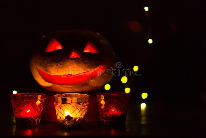 Lanterne de potiron pour Halloween, Jack-lanterne, lampe de nuit pour les vacances, bougies, chandeliers, décorations et lumières image stock