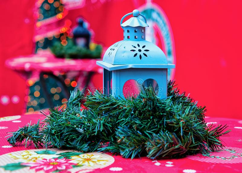 Lanterne de rue au marché de Noël chez Kaiser Wilhelm Memorial Church en hiver Berlin, Allemagne Advent Fair Decoration et stalle image stock