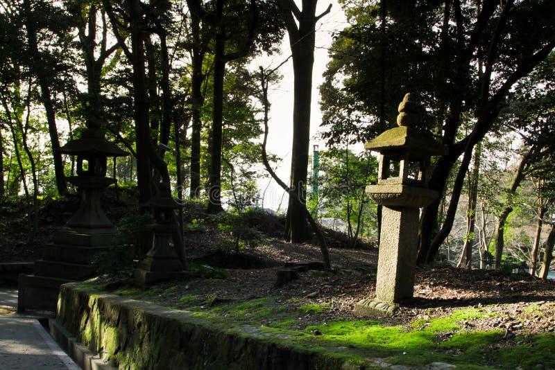 Lanterne di pietra giapponesi immagini stock libere da diritti