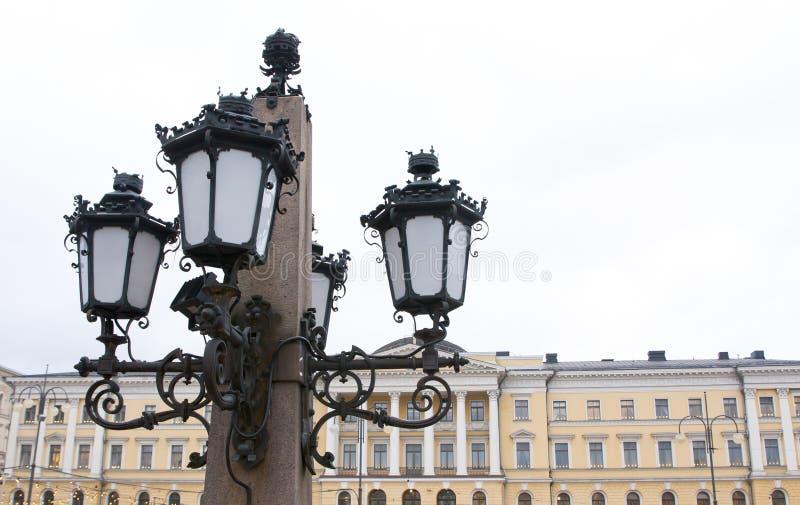 Lanterne du monument à Alexandre II le libérateur à la place de sénat à Helsinki image stock