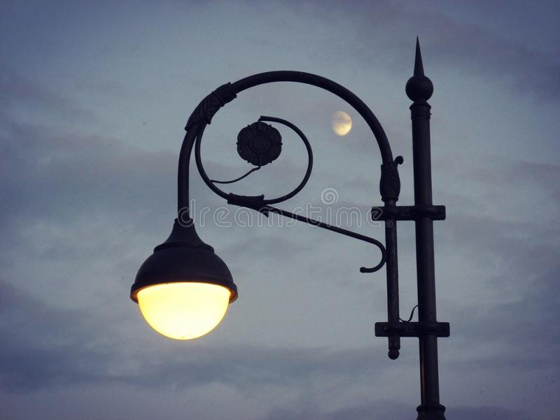 Lanterne et lune photos libres de droits
