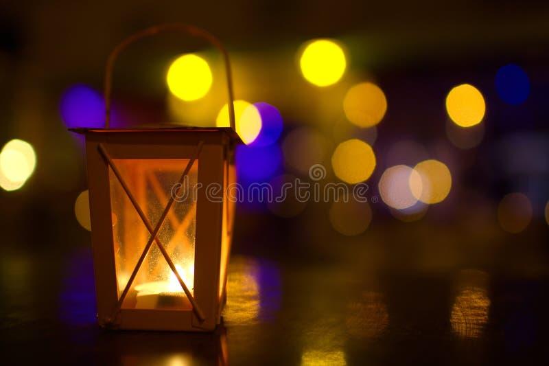 lanterne ext rieure avec la faible lumi re image stock image 47102081. Black Bedroom Furniture Sets. Home Design Ideas