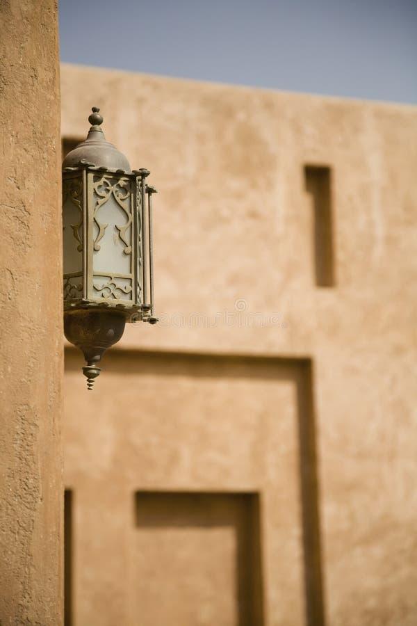 Lanterne fleurie sur Al Ain Palace Museum Wall image stock