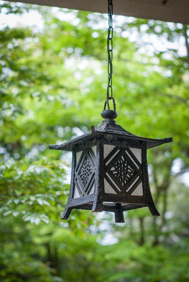 Lanterne japonaise de jardin photo stock image du lanterne architecture 43649140 - Lanterne jardin ...