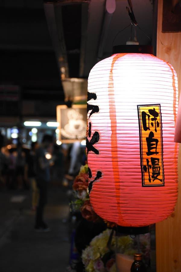 Lanterne japonaise sur la scène de nuit photographie stock