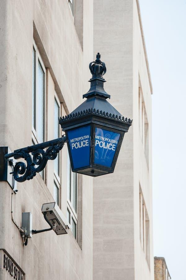 Lanterne métropolitaine de police à Londres photographie stock libre de droits