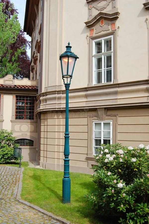 Lanterne près de palais de Kolovrat prague photo stock