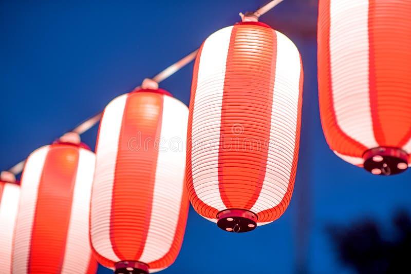 Lanterne rosse durante il festival cinese del nuovo anno, fuoco selettivo immagine stock