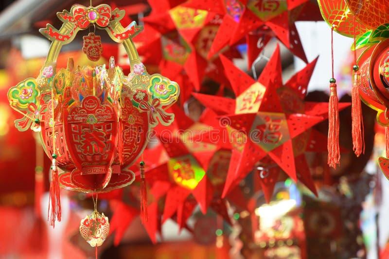 Lanterne rosse, petardi rossi, peperone, rosso ognuno, nodo cinese rosso, pacchetto rosso Il festival di primavera sta venendo fotografia stock libera da diritti