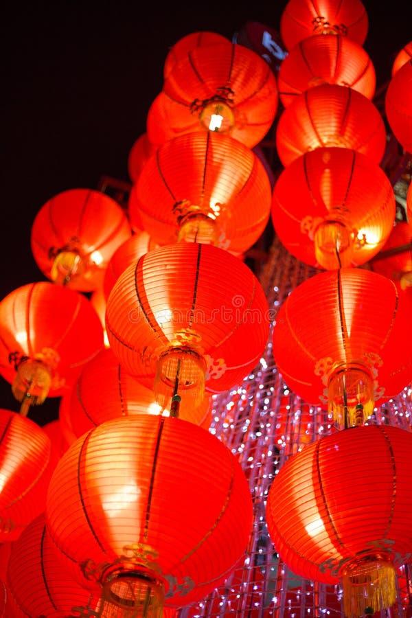 Lanterne rouge accrochante photo libre de droits
