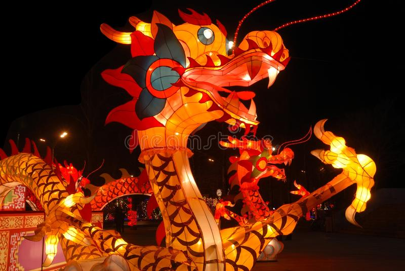 Lanterne traditionnelle chinoise de dragon photographie stock