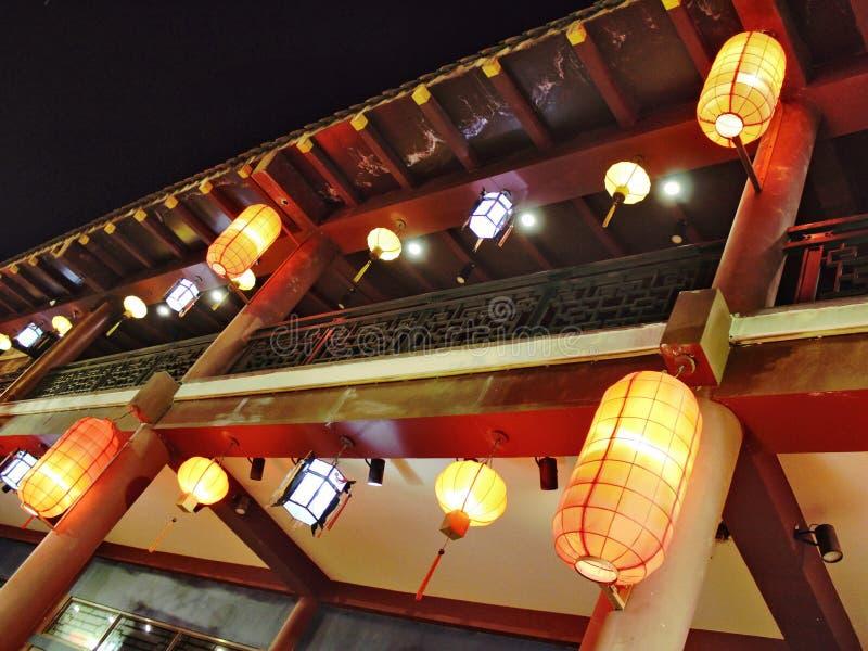 Lanternes arrière dans le style oriental antique du dojo images libres de droits