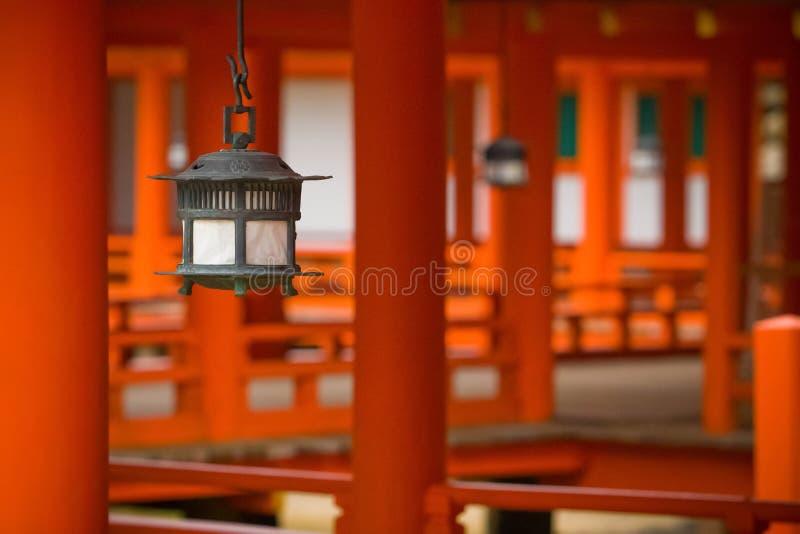 Lanternes au tombeau d'Itsukushima photos libres de droits