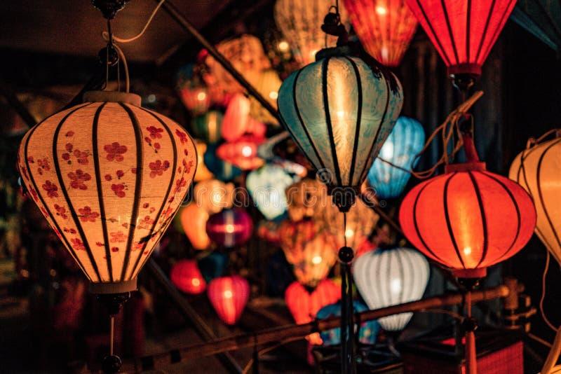 Lanternes au Vietnam par nuit photographie stock libre de droits