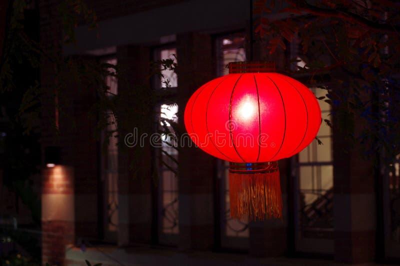 Lanternes chinoises la nuit pendant la nouvelle année lunaire photographie stock libre de droits