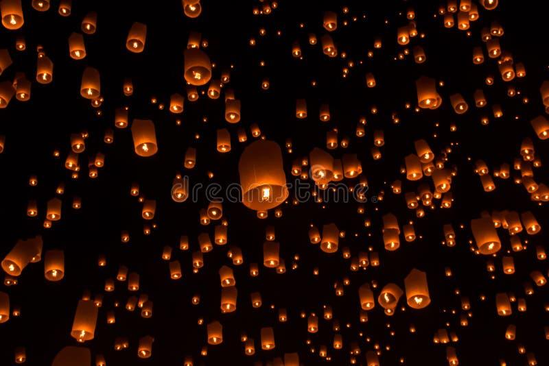 Lanternes de ciel, lanternes volantes photo stock