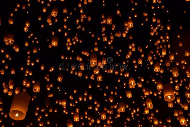 Lanternes de ciel, lanternes volantes image libre de droits