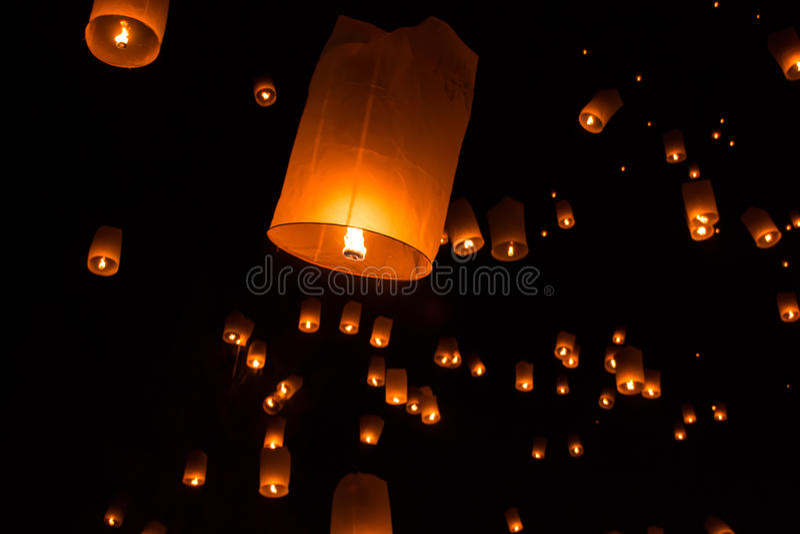 Lanternes de ciel, lanternes volantes image stock